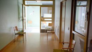 Inomhus på Näse hälsovårdscentral.
