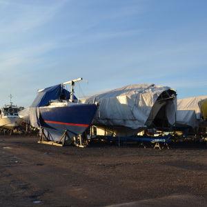 Vinterförvaring av båtar i Finno