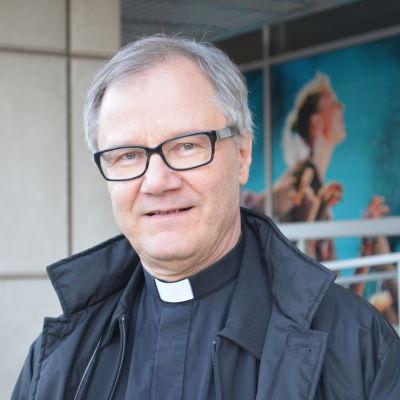 Roger Rönnberg är kyrkoherde för Esbo svenska församling.