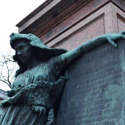 Runebergs staty i Esplanadsparken.