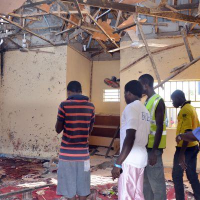 Efter självmordsattentat mot en moské i Maiduguri i nordöstra Nigeria.
