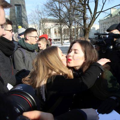 Mielenosoittajat vaativat homoliittojen laillista tunnustamista Vilnassa helmikuussa 2018.