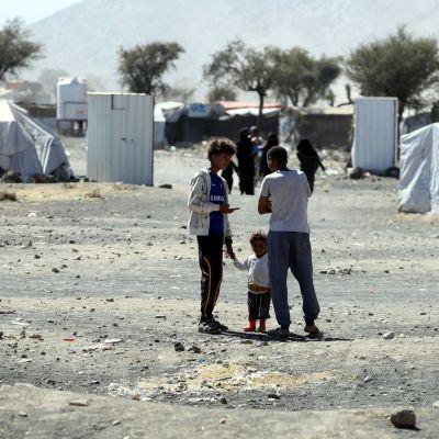 Hodeidan kaupungin rauhoittamista on pidetty tärkeänä Jemenin humanitaarisen kriisin lievittämiseksi. Kuva Jemenin sisäiseltä pakolaisleiriltä Amranista Pohjois-Jemenistä.