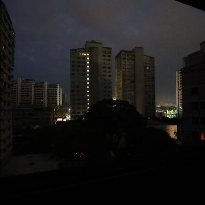 Venezuelan pääkaupunki Caracas pimeni sähkökatkon seurauksena.