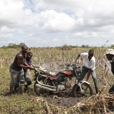 Idai-syklonin runtelemaa peltoa.