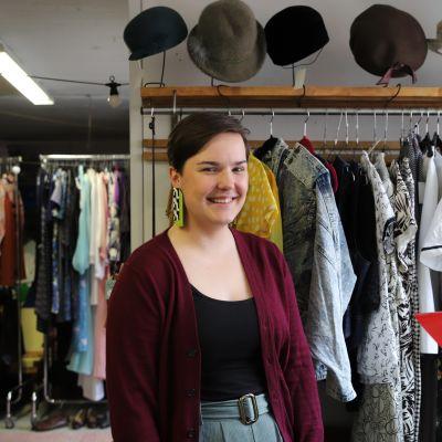Saida Korkka vintage-myymälässään