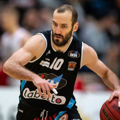 Bojan Sarcevic on pelannut viimeiset kuusi kautta Kauhajoen Karhujen riveissä.