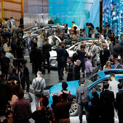 Huhtikuussa pidetty Shanghain kansainvälinen autonäyttely keräsi odotetusti paljon vieraita. Kiinnostuksesta huolimatta automyynti on Kiinassa laskussa.