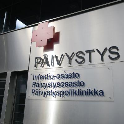 Keskussairaalan päivystyksen ulkoseinä Jyväskylässä.