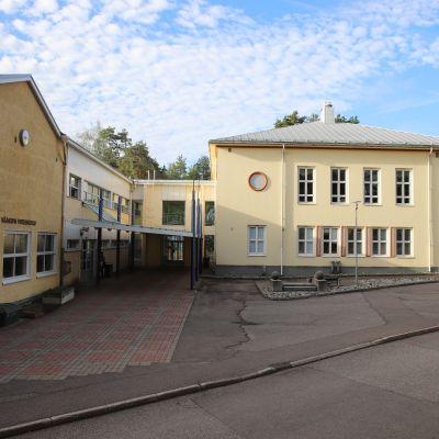 Vääksyn yhteiskoulun rakennuksia