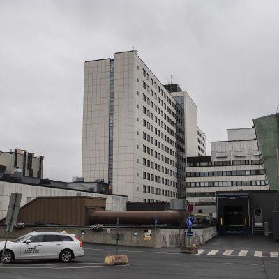 Tampereen yliopistollisen sairaalan B-rakennus.