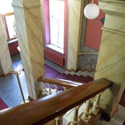 Kuopion lääninhallituksen rakennuksen portaikko
