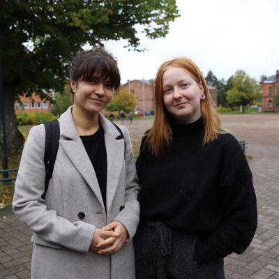 Kaakkois-Suomen ammattikorkeakoulussa opiskelevat Fanni Palmunen (vas.) ja Sanna Kettunen