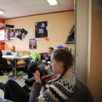Savukosken lukiolaisten taukotila on mieleinen paikka lukion kolmelletoista oppilaalle.