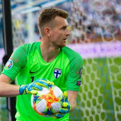 Lukas Hradecky.