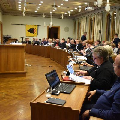 Porin valtuusto päätti vuoden 2020 talousarviosta 11.11.2019.
