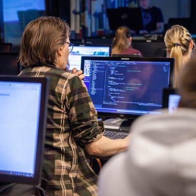 Savonian Code Academy -koulutuksessa oppitunti kesken.