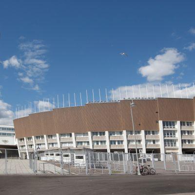 Helsingin olympiastadion ennen remonttia vuonna 2012.
