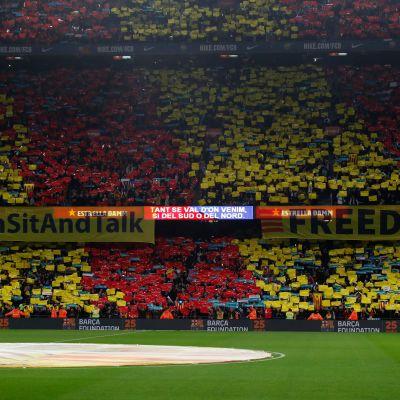 Camp Nou -stadionilla vaadittiin Espanjaa neuvottelemaan Katalonian kanssa.