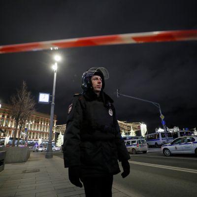 Poliisi partioi turvallisuuspalvelu FSB:n päämajalla