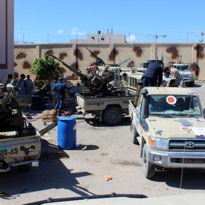 Sotilaita ja jeeppejä