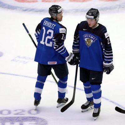 Kuvassa Eemil Erholtz (vasemmalla), Ville Petman ja Lassi Thomson