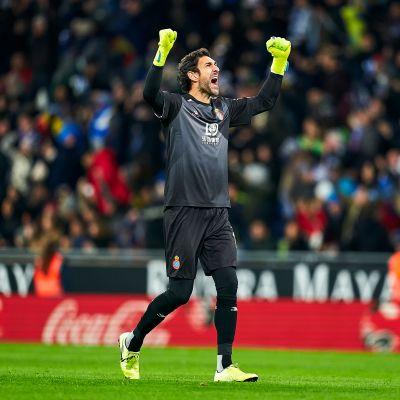 Espanyolin Diego Lopez juhlii maalia.