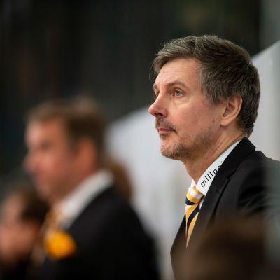 SaiPan päävalmentaja Tero Lehterä lähikuvassa.