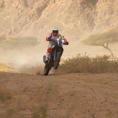 Paulo Goncalves kuvattuna tämän vuoden Dakarissa.