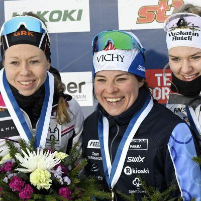 Laura Mononen (vas.), Krista Pärmäkoski ja Vilma Nissinen