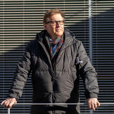Ylilääkäri, psykiatri Jukka Kärkkäinen, THL.