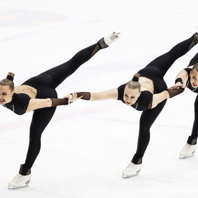 Team Unique -joukkue (seniorit) lyhytohjelmassa muodostelmaluistelun SM-kilpailuissa Espoossa 29. helmikuuta 2020.