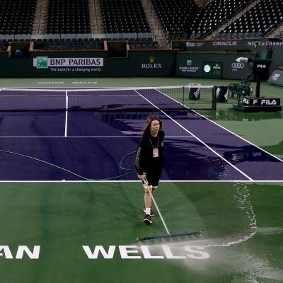 Indian Wellsin tenniskenttää pestään.