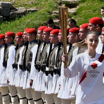 Olympiatuli sytytettiin Kreikassa 12. maaliskuuta 2020.