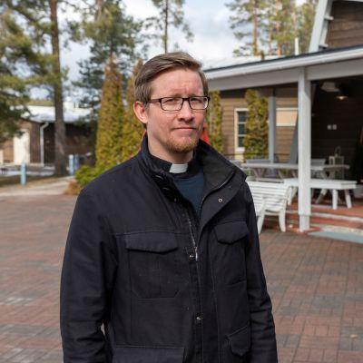Rippikoulupappi Ville von Gross Jyväskylän seurakunnasta.