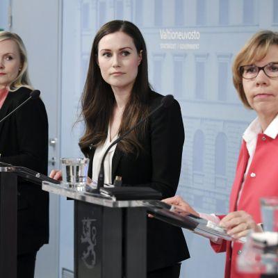 Kuvassa on Maria Ohisalo, Sanna Marin ja Anna-Maja Henriksson.