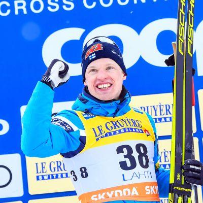 Iivo Niskanen hiihti uransa parhaan kauden maailmancupissa. Hän keräsi 1 221 pistettä, kun Suomen muut mieshiihtäjät saivat kasaan yhteensä 784 pistettä.