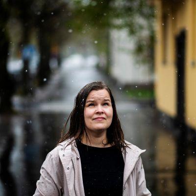Kuvassa on professori Päivi Leino-Sandberg.