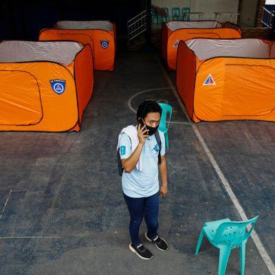 Evakuointikeskus Quezon Cityssä Manilan pohjoispuolella 15. toukokuuta 2020.