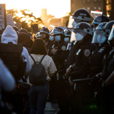 Mielenosoittajia kadulla Brooklynissa 31.toukokuuta 2020.