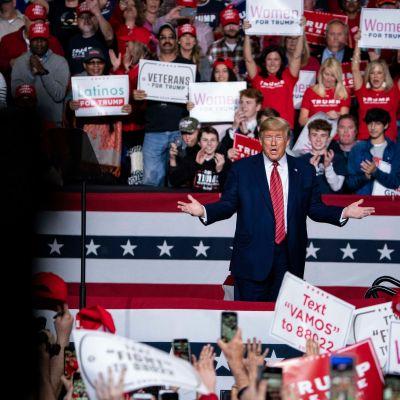 Donald Trump kampanjatilaisuudessa South Carolinassa 28.3.2020