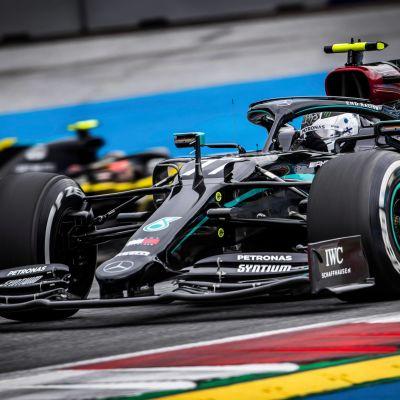Valtteri Bottas vauhdissa Itävallan GP:n harjoituksissa.