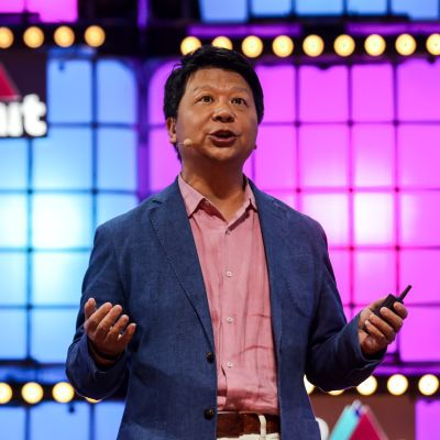 Kuvassa Huawein hallituksen puheenjohtaja Guo Ping.