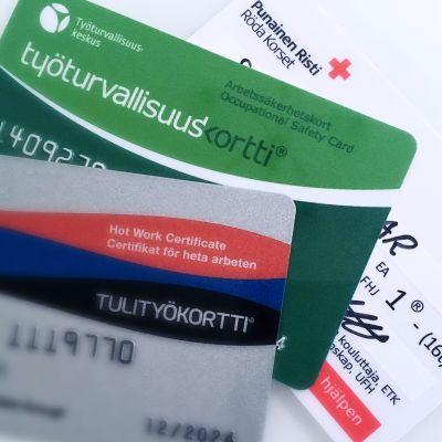Koulutuskortteja, tulityökortti, työturvallisuuskortti, ensiapukortti