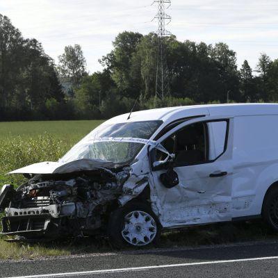 Espoossa Kehä III:lla tapahtui torstaina 30. heinäkuuta 2020 liikenneonnettomuus. Kauklahdenväylän liittymän kohdalla tapahtuneessa kolarissa kuoli yksi ihminen ja toinen loukkaantui vakavasti.