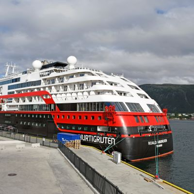 Hurtigruten Roald Amundsen risteilyalus Tromssa Norja