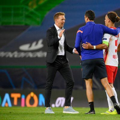 Julian Nagelsmann ja Yussuf Poulsen juhlivat joukkueensa välieräpaikkaa Mestarien liigassa.