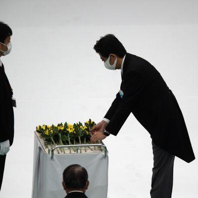 Japanin pääministeri Shinzo Abe osallistui toisen maailmansodan päättymistä Tyynellämerellä juhlistaneeseen muistotilaisuuteen.
