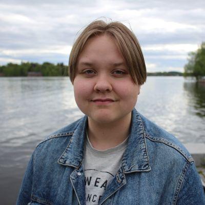 Kuvassa lukiolainen Elina Laaksonen.