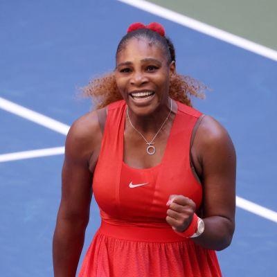 Serena Williams tuulettaa.